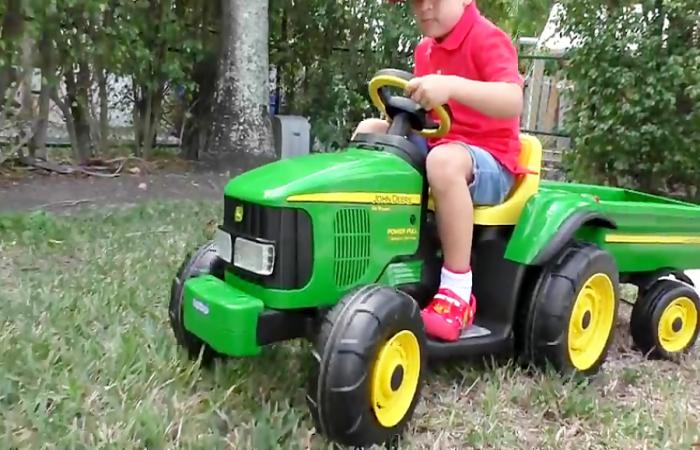 ماجراهی دیانا و روما          Roma Pretend Play with tractor and horse toy